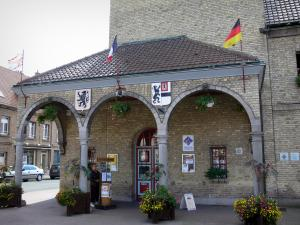 Bergues - Beffroi abritant l'office de tourisme