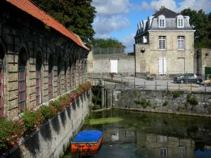 Bergues - Facades and canal