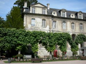 Bernay - Entrance to the Museum of Fine Arts and garden with benches, trees and flowers