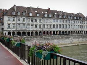 Besançon - Battant bridge spanning the River Doubs with a view of the arcaded houses of the Vauban Quay