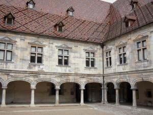 Besançon - Granvelle palace (building the Renaissance home to the Time museum): inner courtyard surrounded by arches