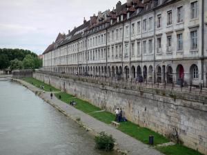 Besançon - Edges of the River Doubs and arcaded houses of the Vauban quay