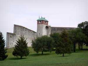 Besançon - Vauban citadel (Roi tower and ramparts), lawn and trees