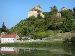 Besbre valley - Chavroches castle overlooking River Besbre (Besbre valley)