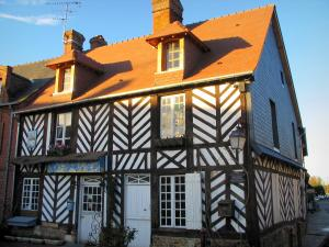 Beuvron-en-Auge - Half-timbered house of the village, in the Pays d'Auge area