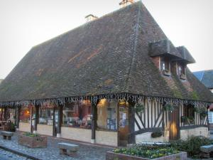 Beuvron-en-Auge - Timber-framed hall of the central square, in the Pays d'Auge area