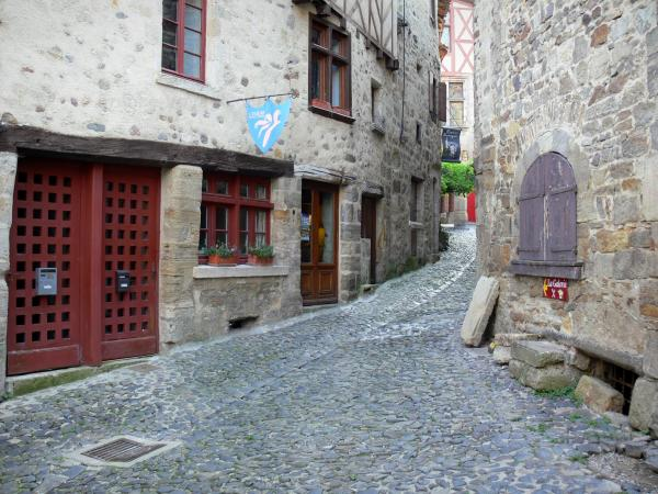 Billom - Medieval town (medieval quarter): sloping paved street lined with stone houses; in the Livradois-Forez Regional Nature Park