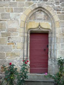 Billom - Medieval town (medieval quarter) is an old stone house and entrance decorated with roses in bloom (pink)