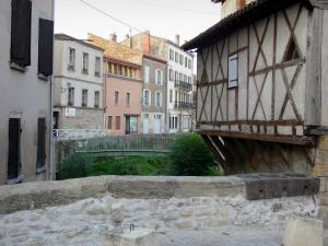 Billom - Medieval town (medieval quarter): Marché bridge with its stone market measurement hole, facades of houses, wood-framed house