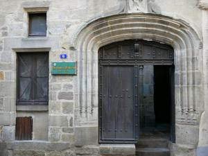 Billom - Medieval town (medieval quarter): entrance to the Échevin alderman house