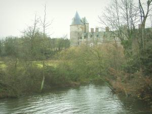 Blain castle - Groulais castle, canal from Nantes to Brest and trees