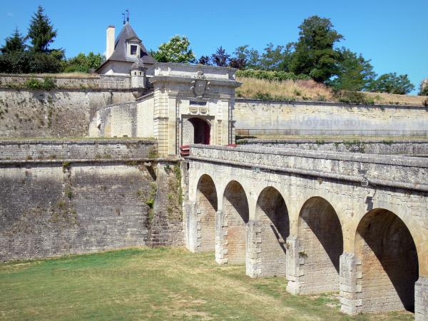 Blaye citadel - Royal Gate, fixed bridge and ramparts of the citadel
