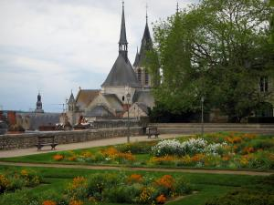 Blois - Flower garden near the Château square with view of the Saint-Nicolas church