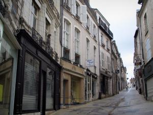 Blois - Sloping street lined with houses