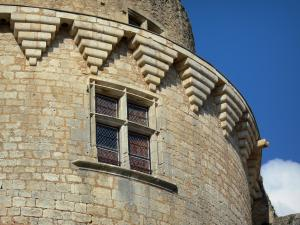 Bonaguil castle - Mullioned window of the main tower
