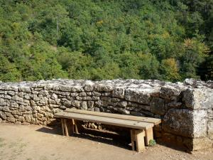 Bonaguil castle - Bench overlooking the forest