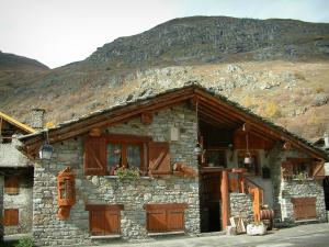 Bonneval-sur-Arc - Stone house (chalet) of the village and mountain, in Haute-Maurienne (Vanoise national park)