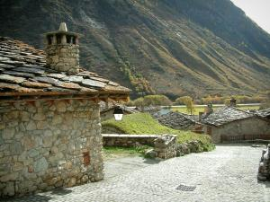 Bonneval-sur-Arc - View of the stone houses with the slate roofs, in Haute-Maurienne (Vanoise national park)