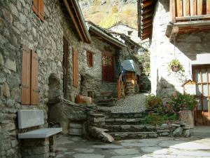 Bonneval-sur-Arc - Stone houses of the village, in Haute-Maurienne (Vanoise national park)