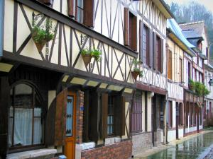 La Bouille - Line of timber-framed houses