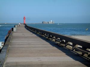 Boulogne-sur-Mer - Pier, lighthouses, the Channel (sea) and beach