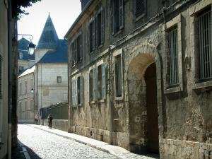 Bourges - Street paved with houses and entrance to the Estève museum (Échevins mansion)