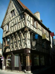 Bourges - Trois-Flûtes half-timbered house and a tea room