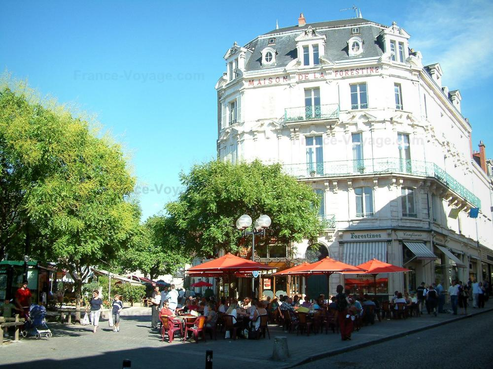 Photos bourges guide tourisme vacances - Maison de jardin avec toboggan saint etienne ...