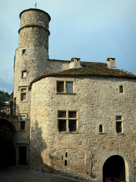 Boussagues - Bailli house and its tower