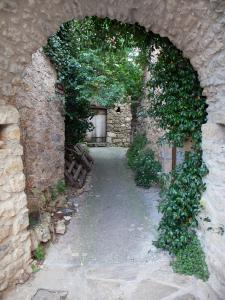 Boussagues - Arched passage