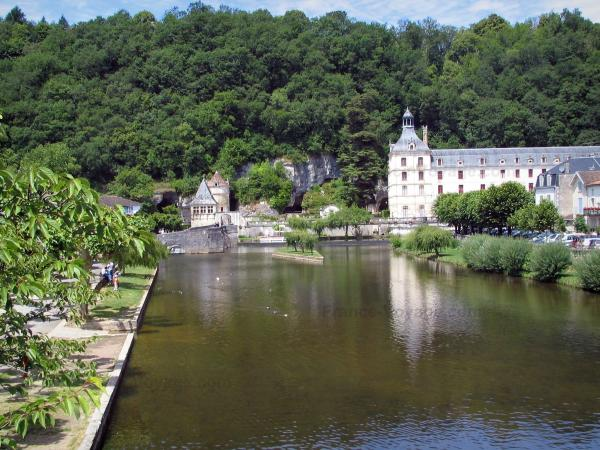 Brantôme - Dronne river, trees, walk of the Moines garden (on the left), Benedictine abbey, pavilion of the Renaissance period, the Saint-Roch tower and forest, in Green Périgord