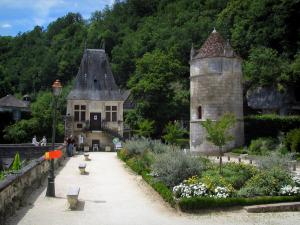 Brantôme - Pavilion of the Renaissance period, Saint-Roch tower, lamppost, flowerbeds and trees, in Green Périgord