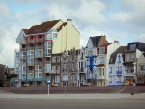 Bray-Dunes - Opal Coast: sandy beach, building and houses of the seaside resort