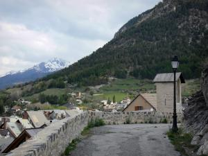 Briançon - Upper town (Vauban citadel, fortified town built by Vauban): rampart walk (chemin de ronde) with view of the roofs of the old town and mountains