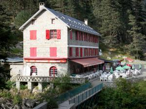 Bridge of Spain - Bridge of Spain (Pont d'Espagne) Nature site: stone house home to a restaurant, café terrace and bridge, in the Pyrenees National Park; in the town of Cauterets