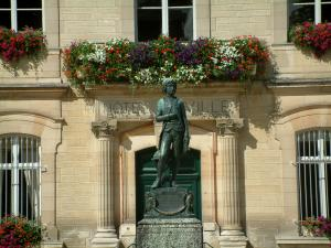 Brienne-le-Château - Napoleon's statue and town hall with windows decorated with flowers