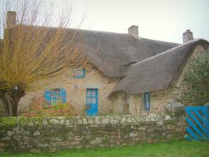 Brière Regional Nature Park - Stone house with a thatched roof (thatched cottage)