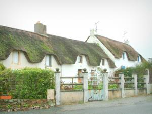 Brière Regional Nature Park - Thatched cottages (houses with thatched roofs) on the Fédrun island