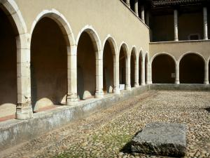 Brou Royal Monastery - Third cloister of Bressan style