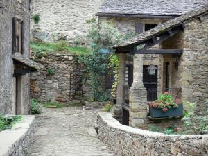 Brousse-le-Château - Stone houses in the medieval village