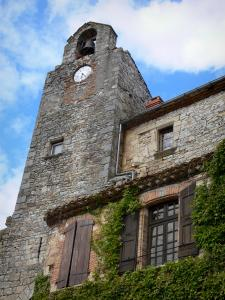 Bruniquel - Clock of the belfry and facade of a house covered with Virginia creeper