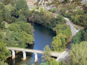 Bruniquel - View of the bridge spanning River Aveyron and banks planted with trees