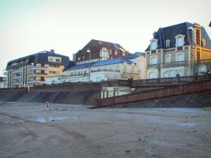 Cabourg - Côte Fleurie (Flower coast): villas, residence, and beach of the seaside resort
