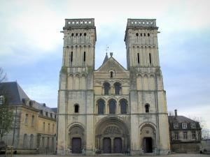 Caen - Abbaye-aux-Dames abbey: Trinity church and convent buildings