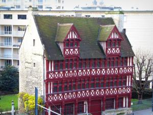 Caen - Quatrans timber-framed residence