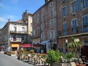 Cahors - Café terrace and houses of the city, in the Quercy