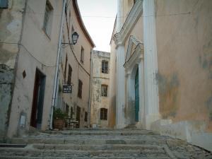 Calvi - Narrow street (stairway) of the citadel with the entrance to the Saint-Jean-Baptiste cathedral