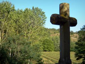 Camon - Calvary overlooking the surrounding countryside