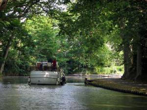 Canal du Midi - Canal with a boat, banks and trees