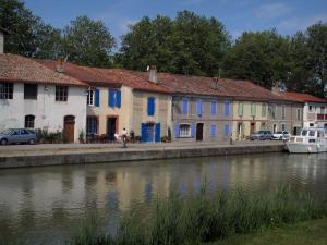 Canal du Midi - Houses with colourful shutters, banks, canal with a boat and trees
